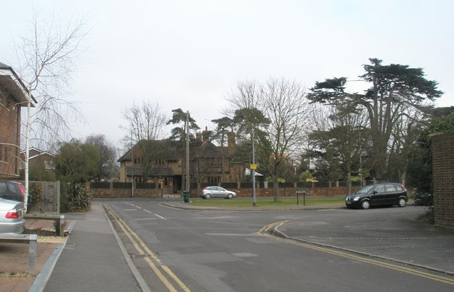 Junction of Green Lane and Allen Way