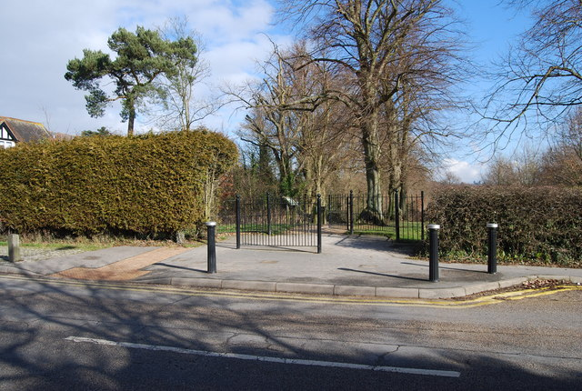 Dunorlan Park entrance, Bayhall Rd