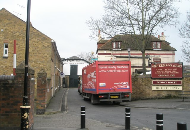 Parcelforce lorry by The Waterman Arms