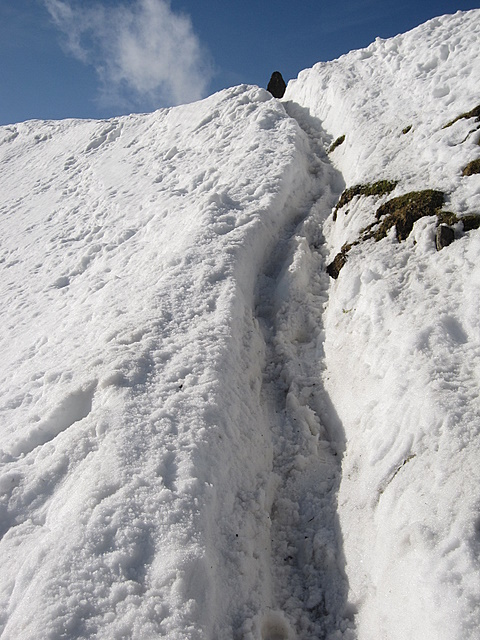 The Pyg track up to the obelisk