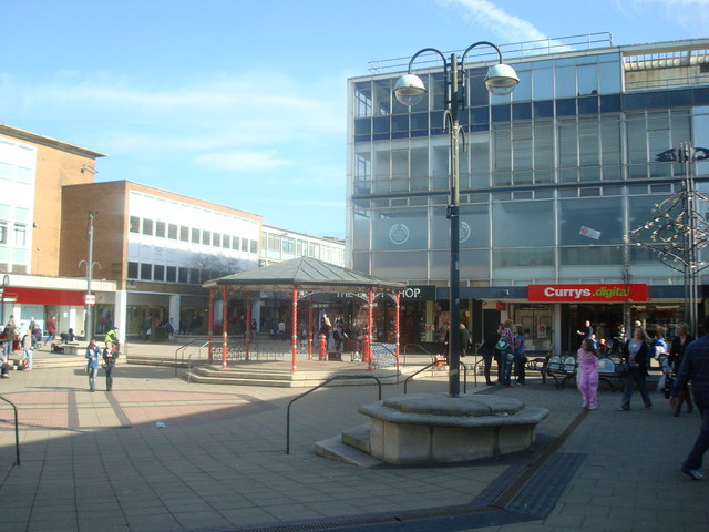 Queens Square, Crawley