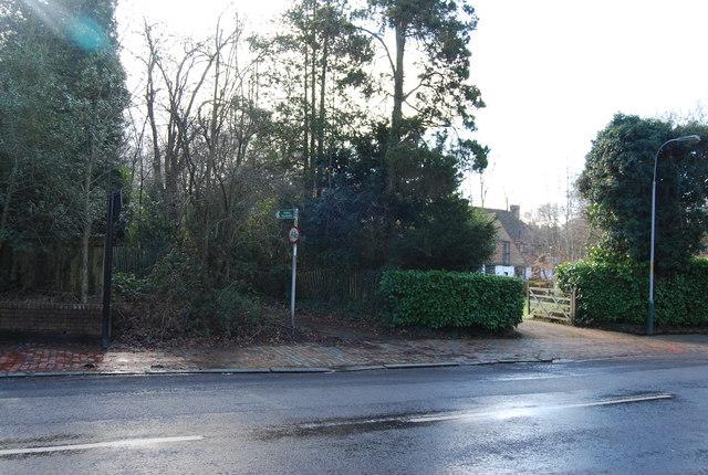 Footpath off Warwick Park
