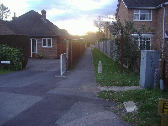 Path to Riverdene, Knaphill