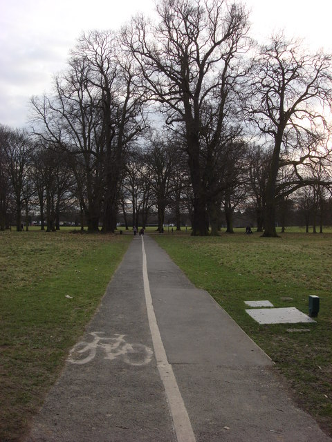 Cycle lane and footpath, Cassiobury Park