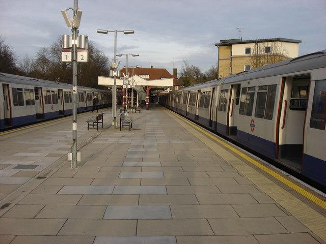 Watford tube station, platforms