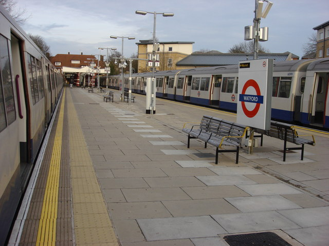 Watford tube station, platforms