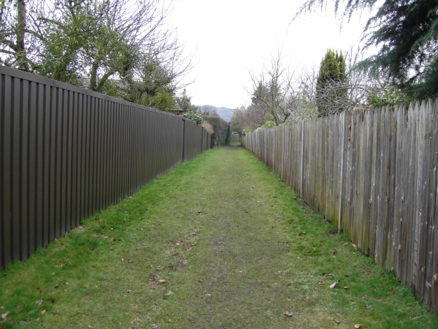 Moorend Road to Greatfield Drive footpath