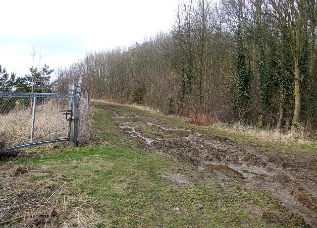 Footpath skirting quarry - View northwestwards