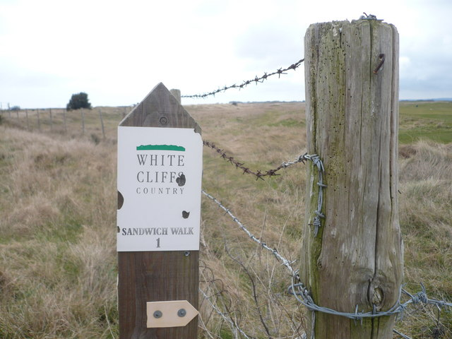 Signpost at the beginning of the walk across Prince's Golf Course