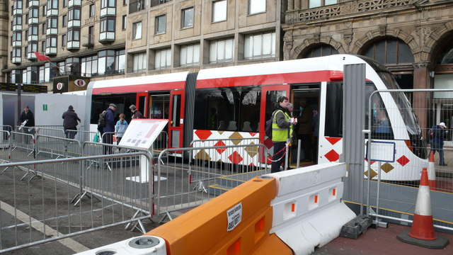 Trams come to Edinburgh