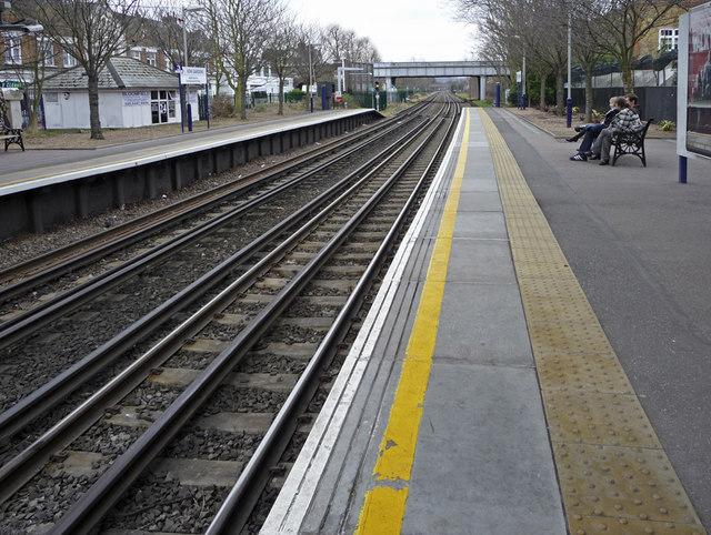 Northbound platform Kew Gardens Station