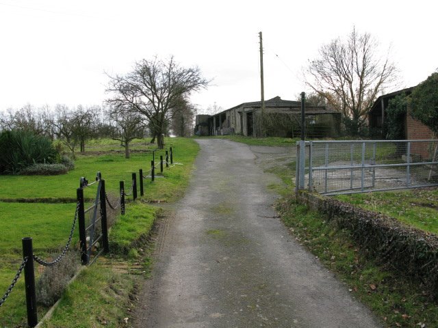 Footpath through Little Knell Farm