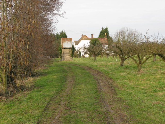 Footpath to Little Knell Farm