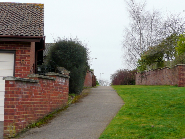 Linking footpath