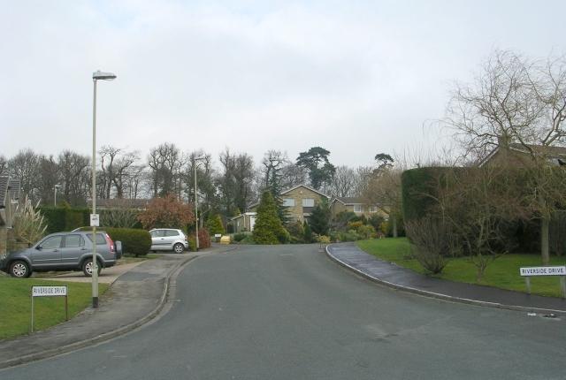 Riverside Drive - Riverside Crescent