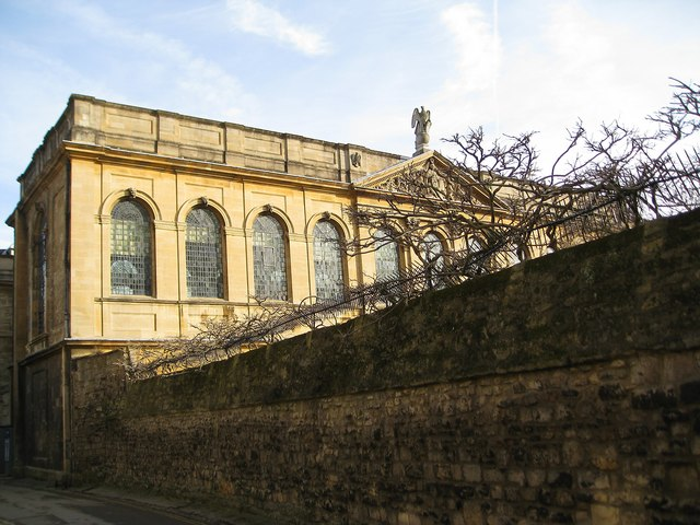 Late afternoon sun showing off the splendour of Oxford