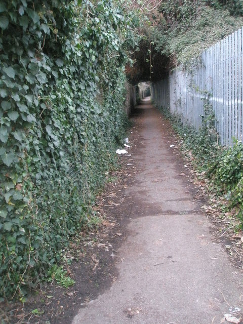 Footpath from King George V playing Fields to Cow Lane