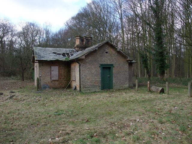 Disused lodge - 17 months on