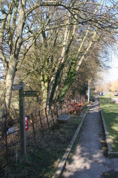 Signpost at the lock