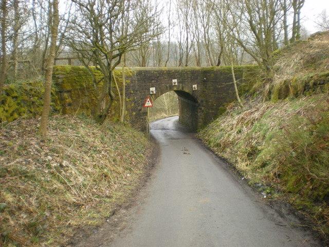 Railway bridge over Mow Halls Lane