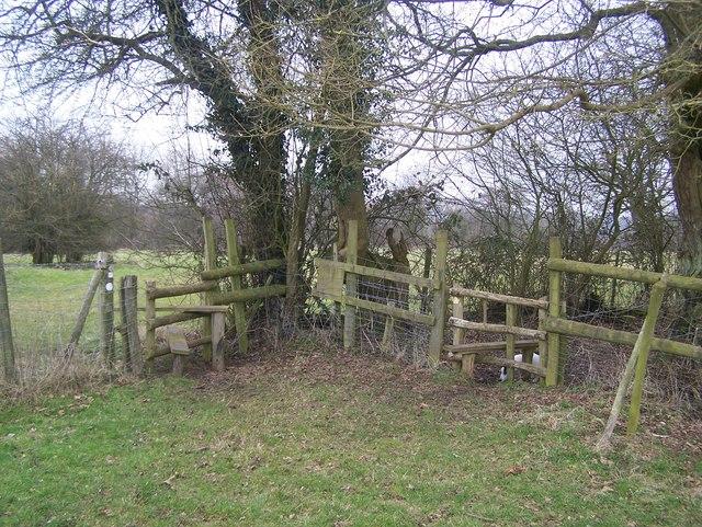 Footpath junction near Mingram Wood