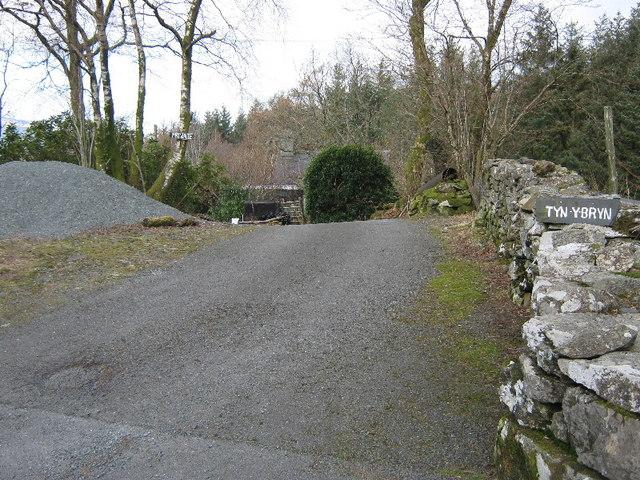 The lane to Tyn-y-bryn