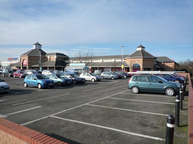 Tesco supermarket, Bulls Bridge
