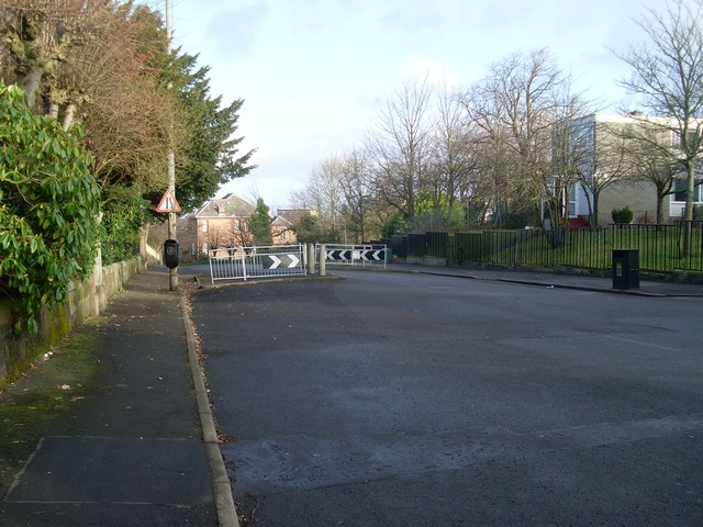 Traffic calming scheme on Mansewood Road