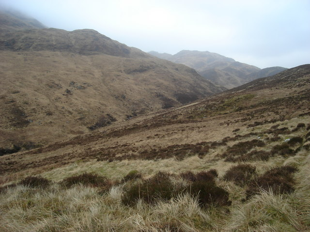Approaching Lairig Duirinnis from the west