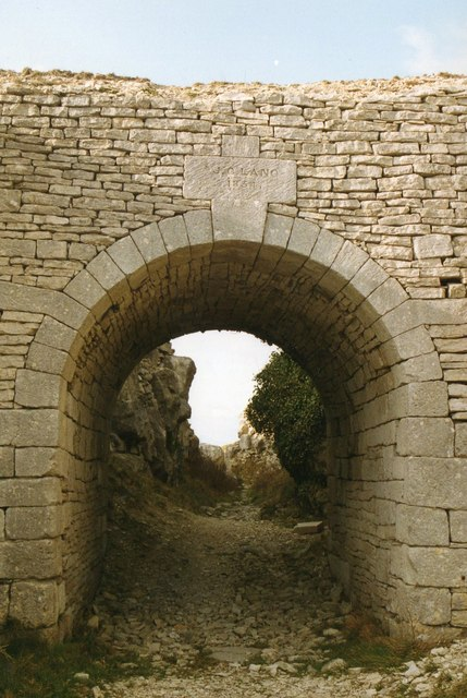 Lano's Arch, Tout Quarry