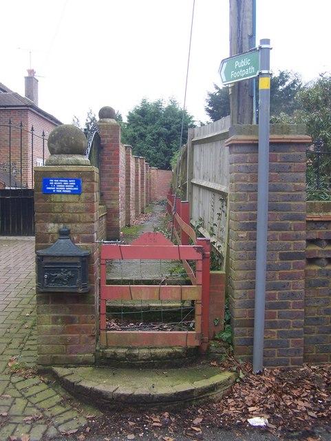 Footpath on  Manor Lane