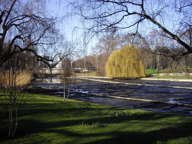 The lake drained in St James's Park