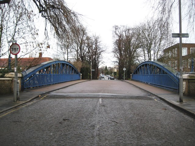 Kingston upon Thames: Knights Park bridge (2)