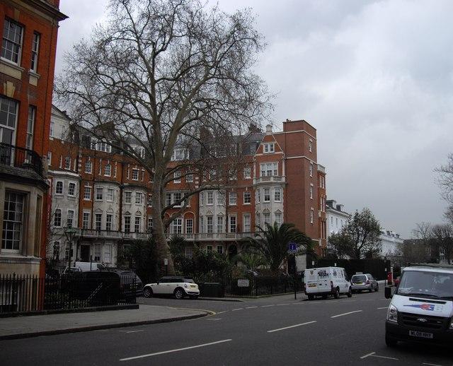 Junction Egerton Terrace and Egerton Place