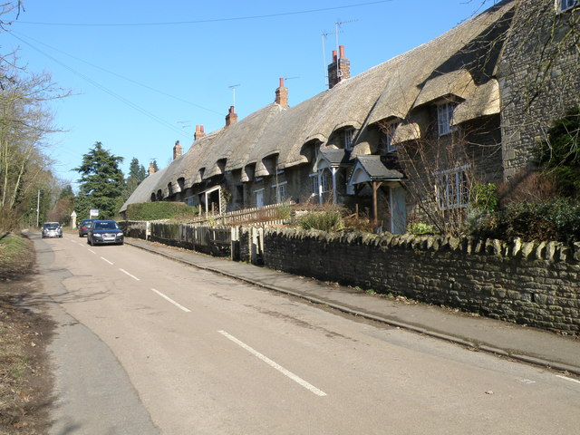 Thatched Cottages in Cranford St Andrew