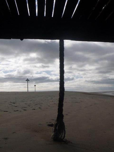 Ferryside: a rope dangles