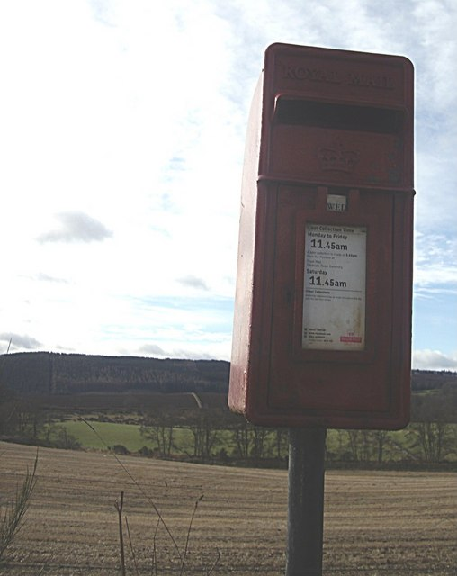 Pillar-mounted postbox