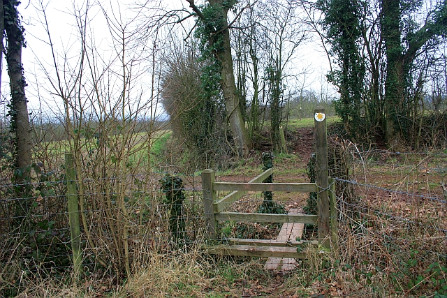 Footbridge taking the path from Swinmore to Staplow