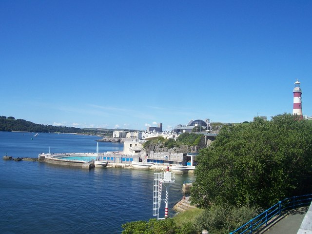 Plymouth : Tinside Pool, Plymouth Sound and Smeaton's Tower.