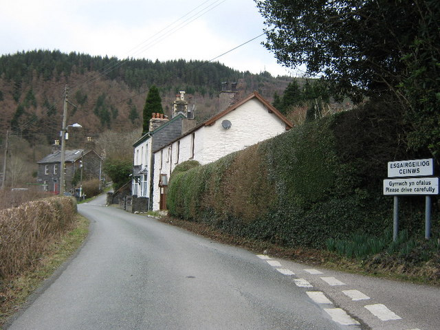 The road into Esgairgeiliog Ceinws