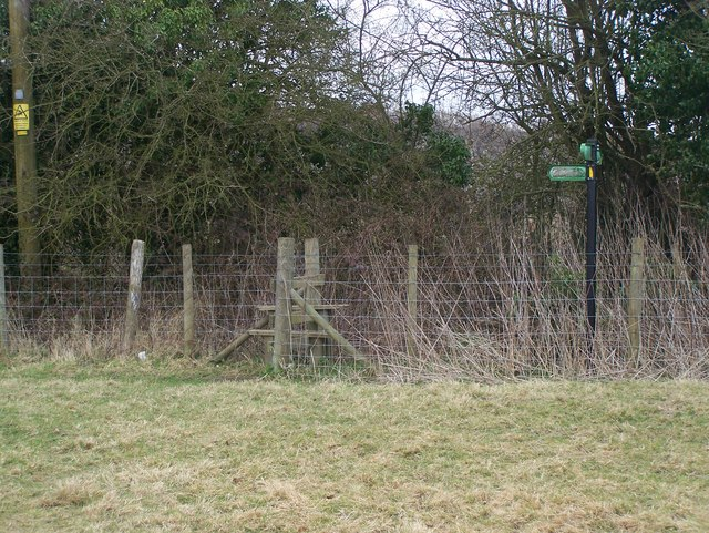 Footpath junction at fenceline