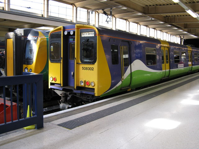 Class 508 train at Euston