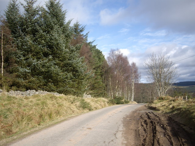 Over the summit on the Pitmurchie Road