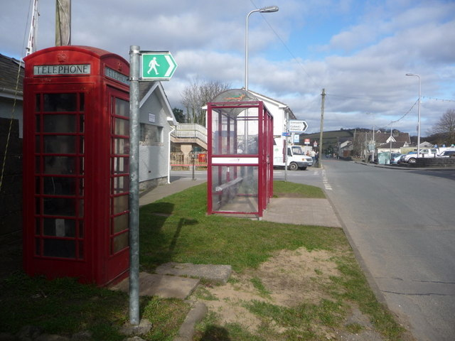 Ferryside: telephone box