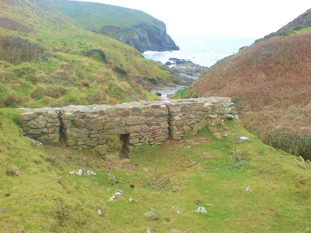 Remains of Porth y Rhaw corn mill
