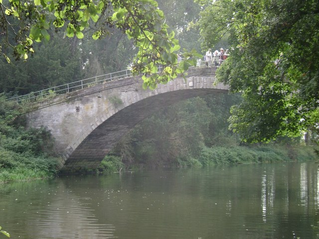 Warwick Castle Park: Leafield Bridge