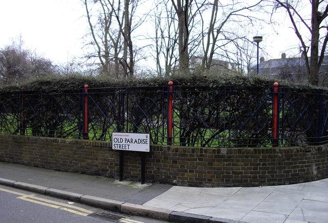 Street sign 'Old Paradise Street'