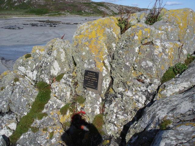 Uisken - memorial plaque on a rock