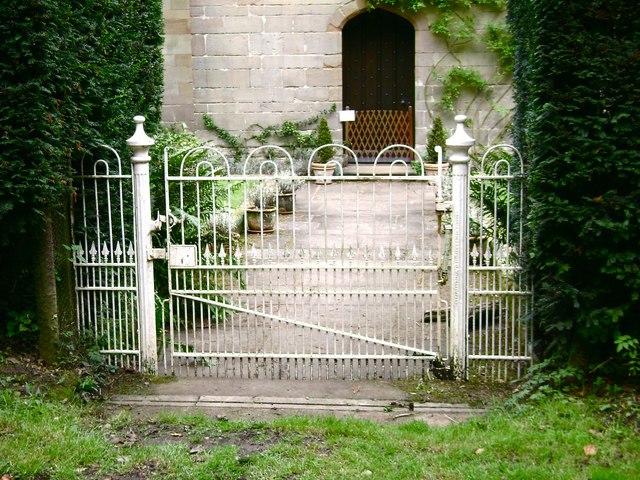 Warwick Castle Park: gates to Spiers Lodge