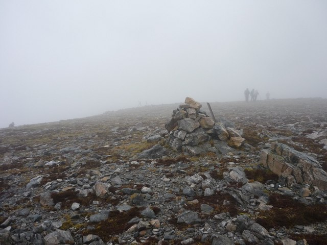 Cairn on ridge to Stob Coire a'Chearcaill